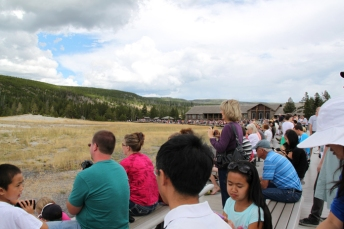 the crowd waiting for Old Faithful to erupt